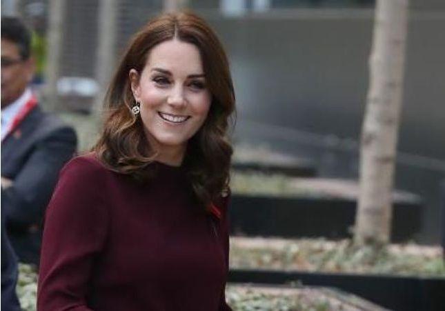 Kate Middleton prouve qu'il faut porter une robe bordeaux illico