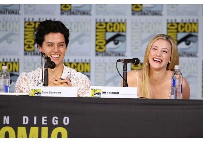 Riverdale : deux acteurs s'offrent une virée amoureuse à Hawaï