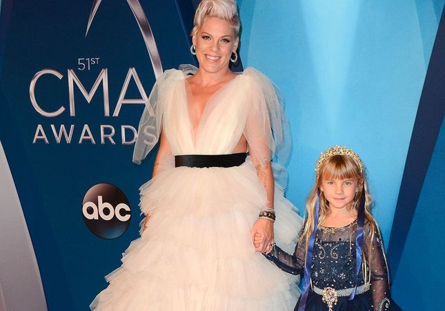Pink et sa fille, en famille pour la cérémonie des Country Music Awards