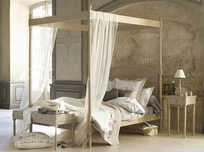 Ciel de lit ou lit baldaquin elle d coration for Lit baldaquin