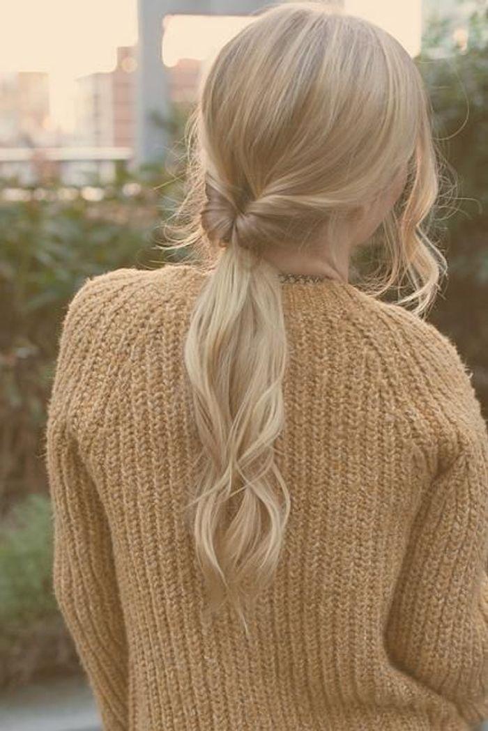 cheveux attach s en queue de cheval originale automne hiver 2016 cheveux attach s 60 id es. Black Bedroom Furniture Sets. Home Design Ideas