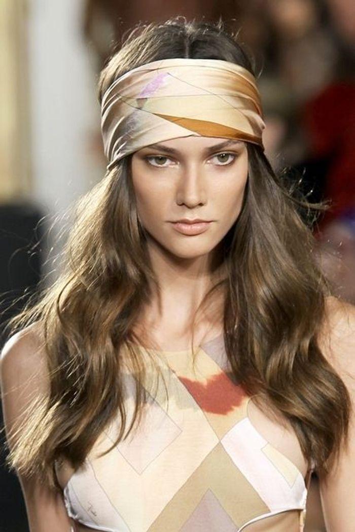 coiffure avec foulard boh me coiffure avec un foulard 20 id es pour s inspirer elle. Black Bedroom Furniture Sets. Home Design Ideas