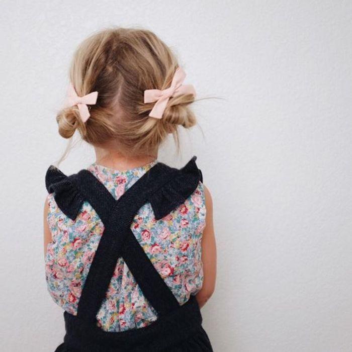 coiffure petite fille boucl e 40 coiffures de petite. Black Bedroom Furniture Sets. Home Design Ideas