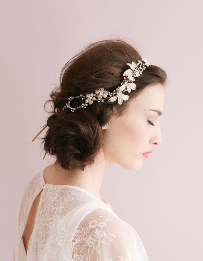 coiffure romantique headband 27 coiffures romantiques pas si cucul elle. Black Bedroom Furniture Sets. Home Design Ideas