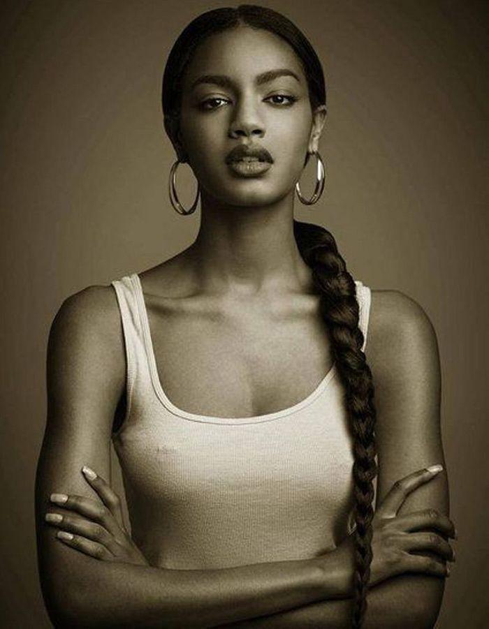 coiffure cheveux afro hiver 2015 coiffures afro les filles styl es donnent le ton elle. Black Bedroom Furniture Sets. Home Design Ideas