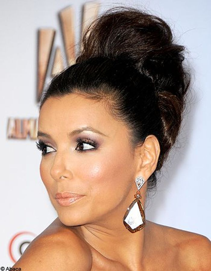 beaute cheveux coiffure tendance chignon haut eva longoria. Black Bedroom Furniture Sets. Home Design Ideas