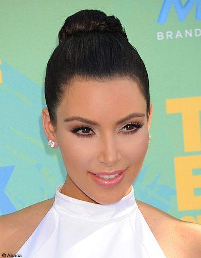 Beaute cheveux coiffure tendance chignon haut Kim Kardashian