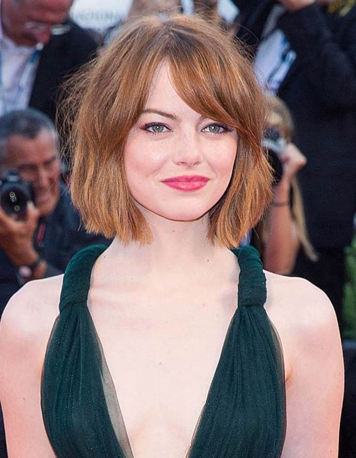 le carr flou d 39 emma stone le carr flou nouvelle coupe pr f r e des stars elle. Black Bedroom Furniture Sets. Home Design Ideas