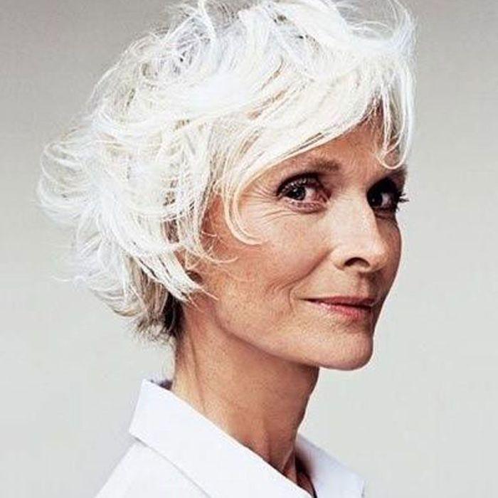 cheveux blancs en coupe courte 25 jolies fa ons de porter les cheveux blancs elle. Black Bedroom Furniture Sets. Home Design Ideas