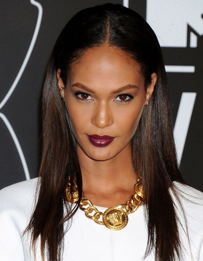 joan smalls et son rouge l vres bordeaux make up de. Black Bedroom Furniture Sets. Home Design Ideas