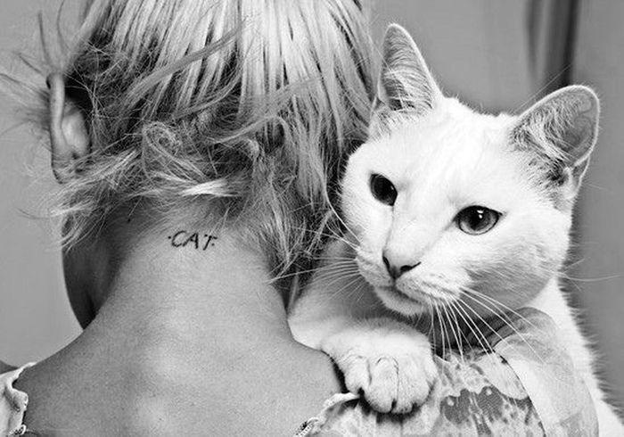 tatouage chat nuque tatouage chat les 20 plus jolies inspirations pinterest elle. Black Bedroom Furniture Sets. Home Design Ideas