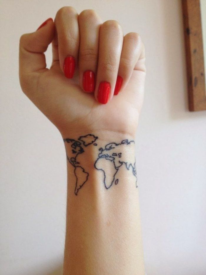 Tatouage poignet monde - Tatouage : 40 jolies idées pour nos poignets ...