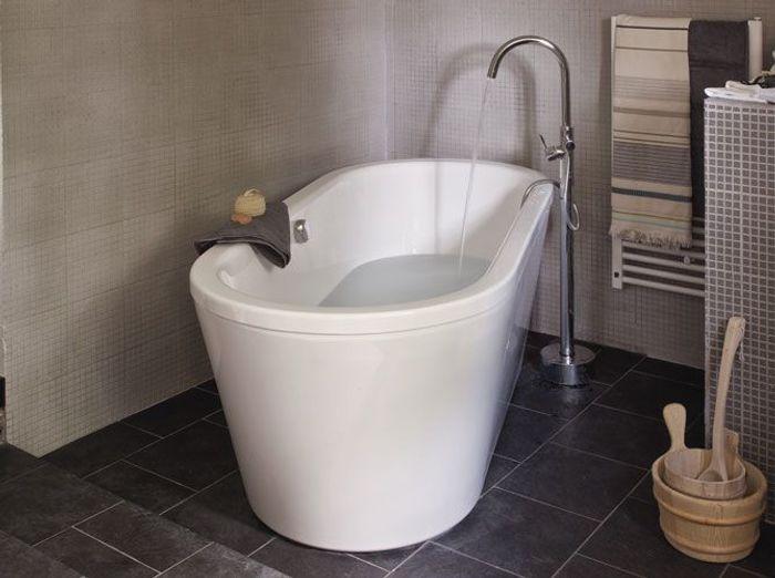Choisir sa baignoire les tendances elle d coration - Habiller sa baignoire ...