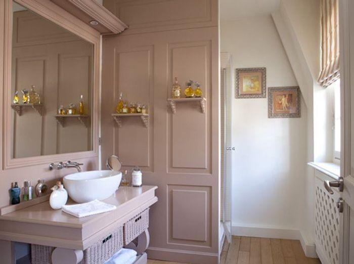 10 petites salles de bains pleines d 39 astuces elle d coration for Couleur petite salle de bain