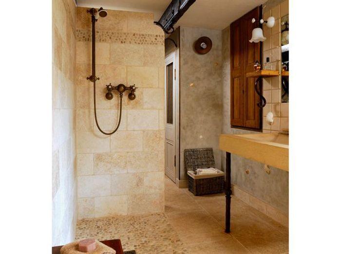 10 petites salles de bains pleines d 39 astuces elle d coration for Petites salles de douche
