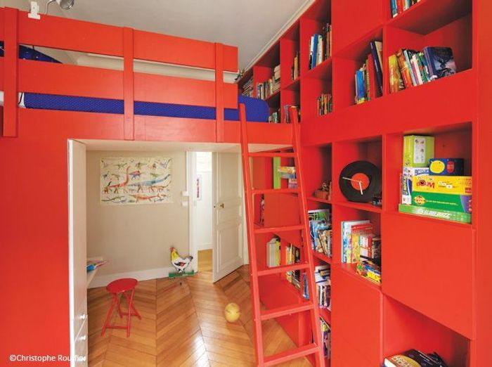finest une chambre duenfant rouge with astuce rangement chambre enfant. Black Bedroom Furniture Sets. Home Design Ideas