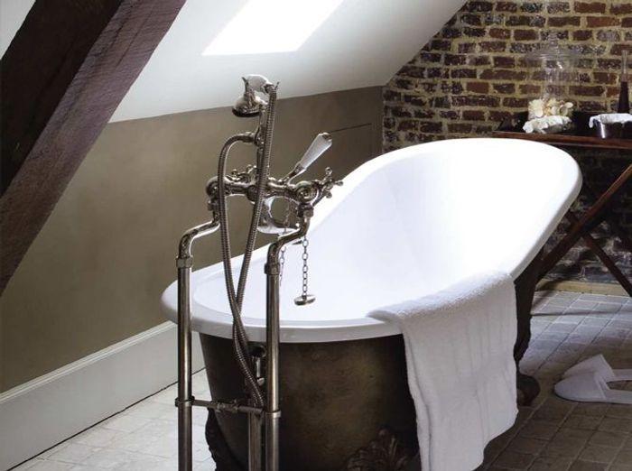 le charme du r tro dans la salle de bains elle d coration. Black Bedroom Furniture Sets. Home Design Ideas