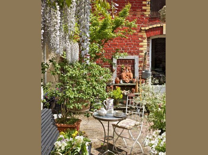 idee deco petite cour exterieur. Black Bedroom Furniture Sets. Home Design Ideas