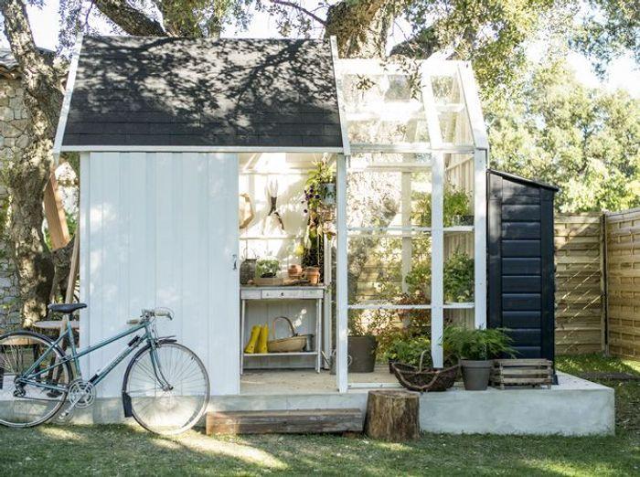 Une jolie cabane pour mon jardin elle d coration for Petite cabane de jardin pas cher