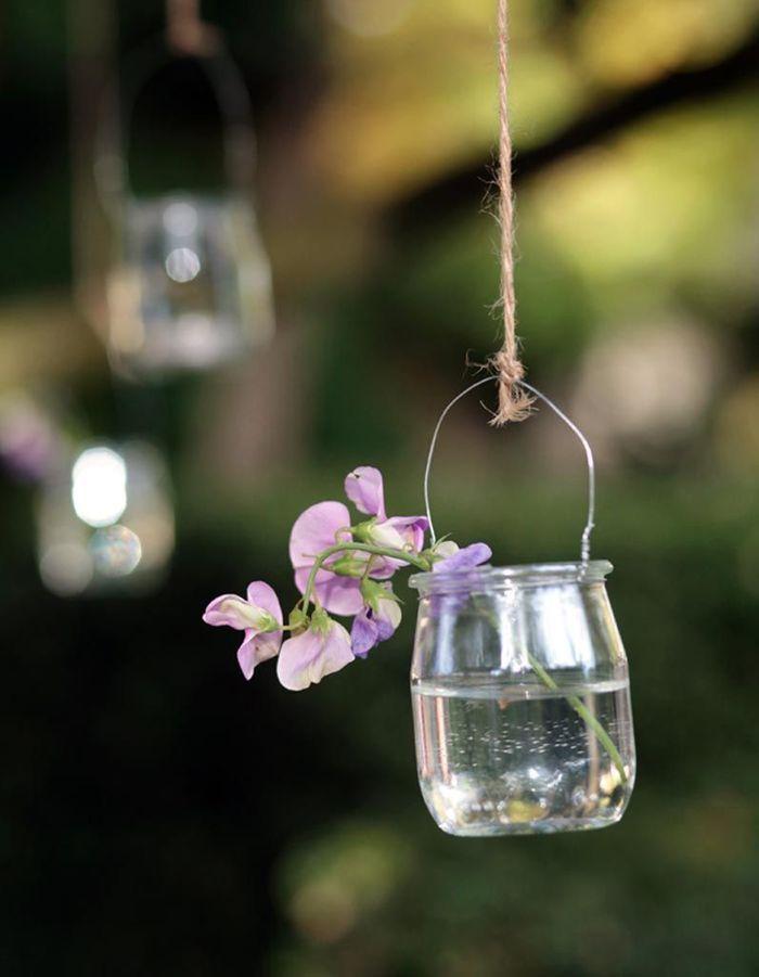 Des pots de yaourt en verre détournés en vases