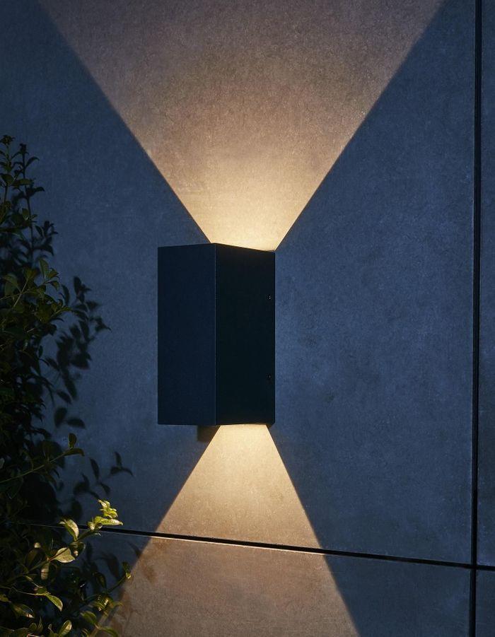 Une lampe de jardin Castorama