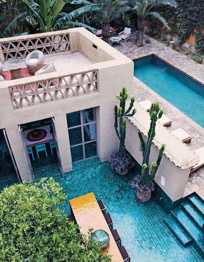 Piscine sur une terrasse en hauteur