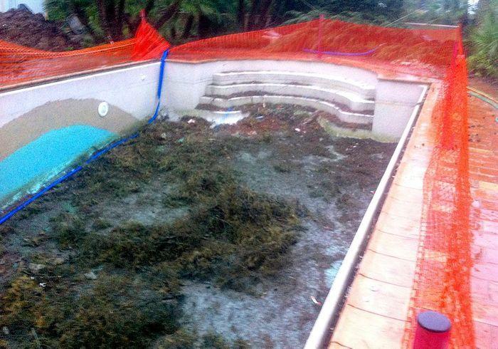 Avant n°5 : une piscine vieillotte