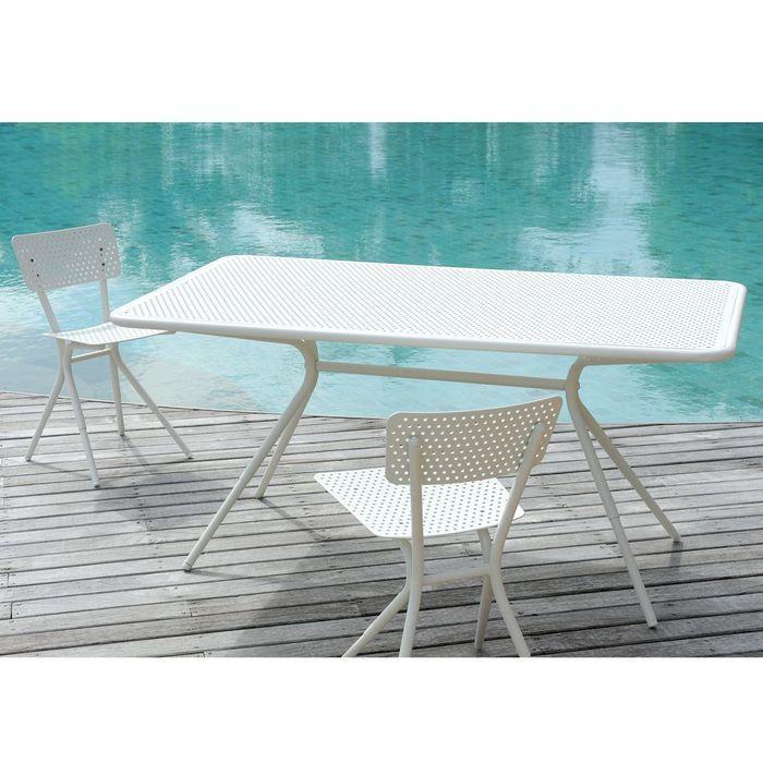 Une table de jardin tendance