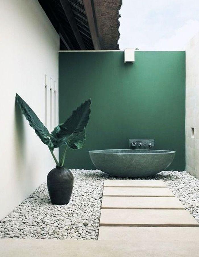 Oser la salle de bains outdoor dans la patio
