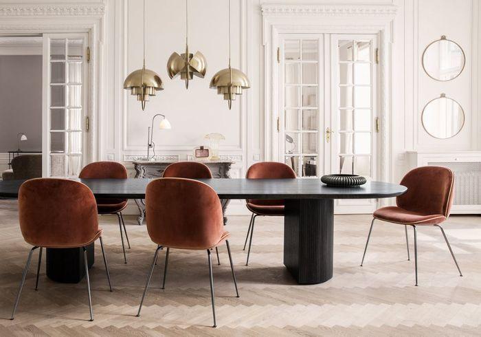Des chaises iconiques terracotta
