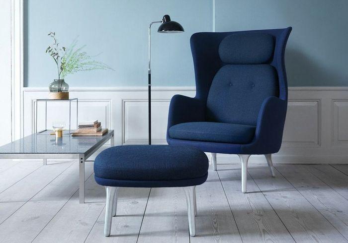 Une assise design bleu marine