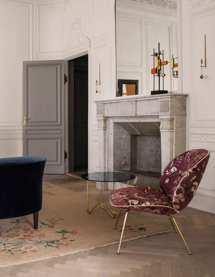 Déco fleurie via un fauteuil baroque