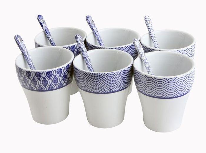 Tasses blanches bleues imprimees bhv