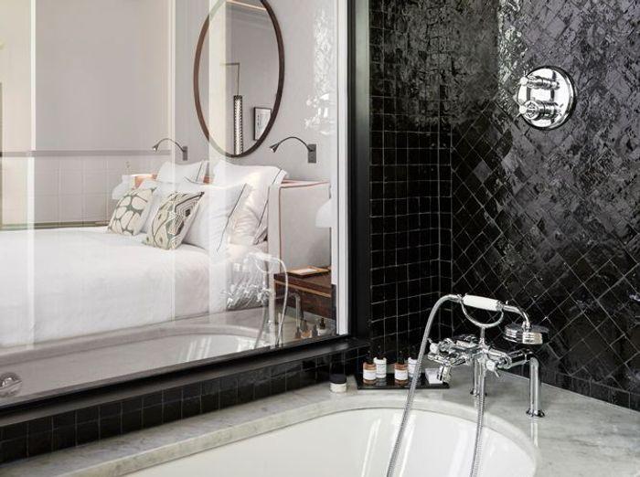 Cosy Room  Bathtub