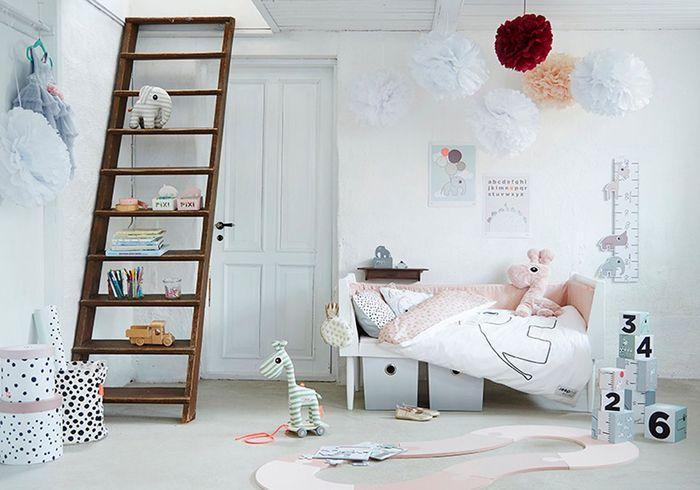 Chambre de petite fille blanche