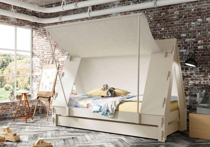 Un lit cabane doté d'un tiroir lit