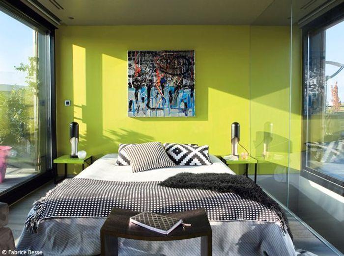 Chambre design mur vert