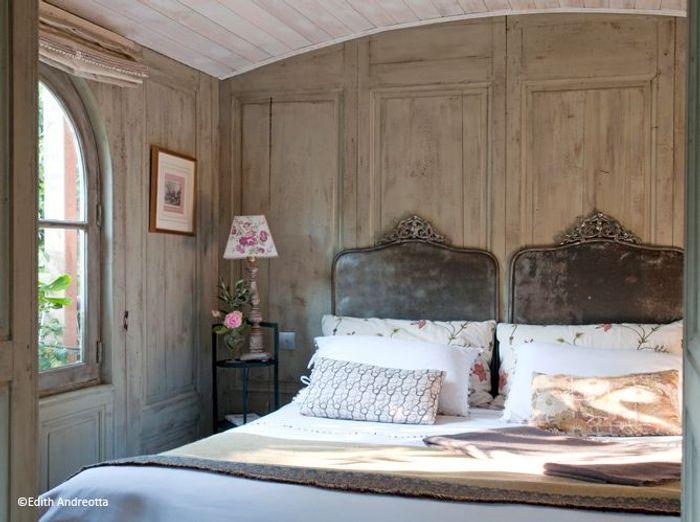 Chambre romantique elle d coration - Mur de chambre en bois ...
