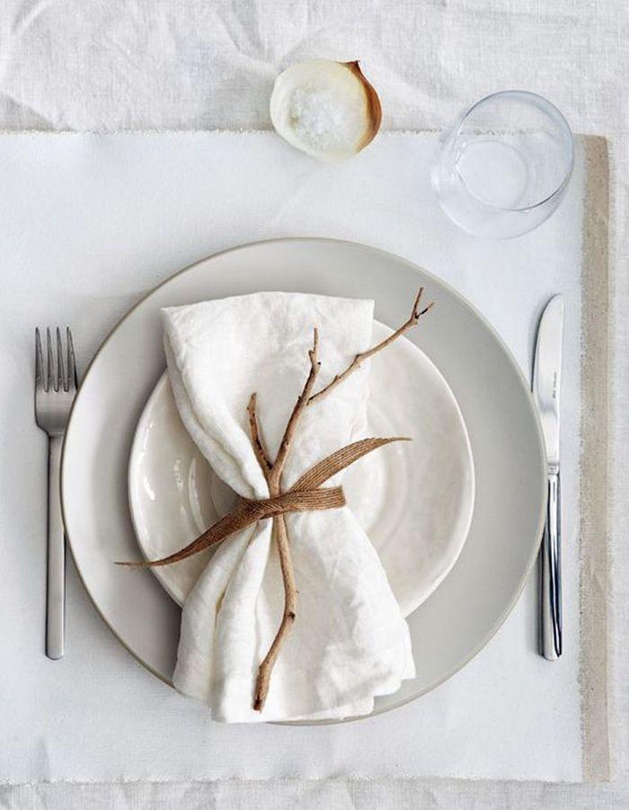 Décoration de table hiver : créez un rond de serviette esprit nature