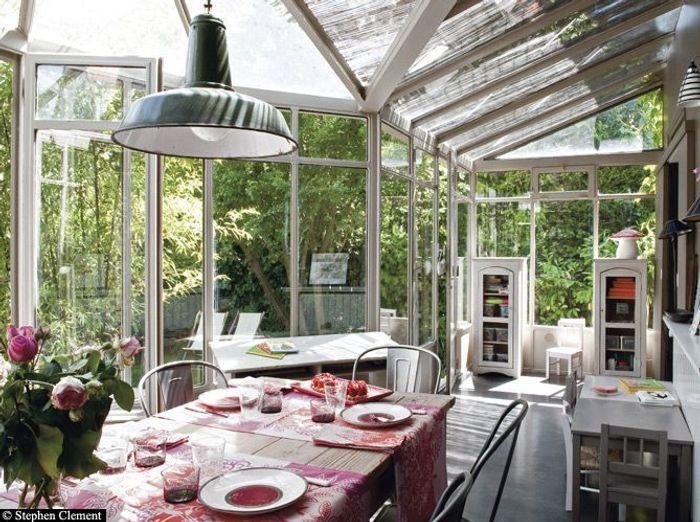 Des salles manger tr s d co elle d coration for Salle a manger veranda