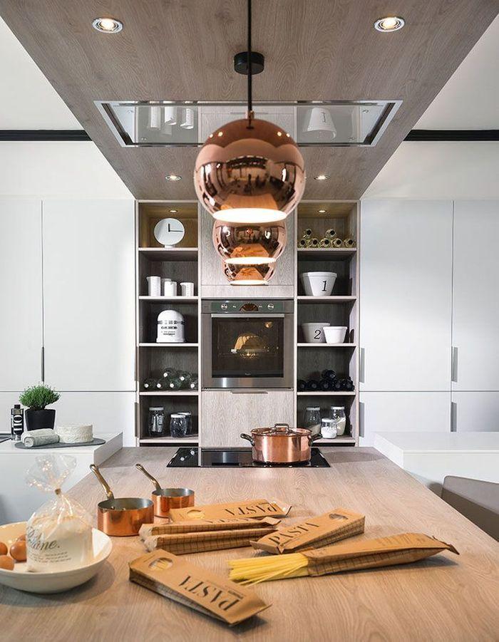 Meuble de cuisine : des étagères qui encadrent le four