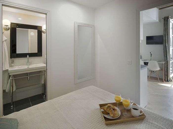 Relooking d 39 un petit appartement au coeur du marais elle d coration - Chambre a coucher petite surface ...