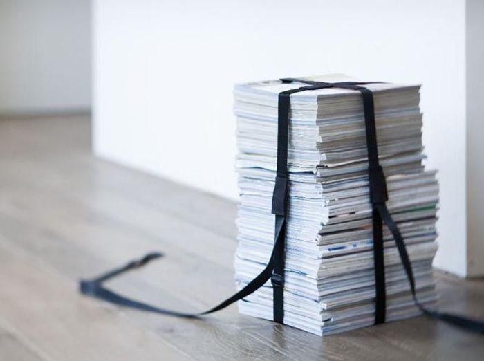 Une sangle (ou une ceinture) pour transformer ses magazines en pouf