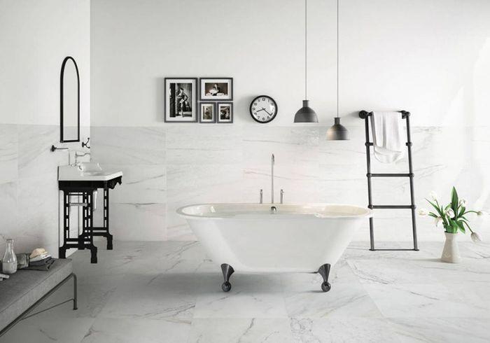 Choisissez le noir&blanc pour une salle de bains intemporelle
