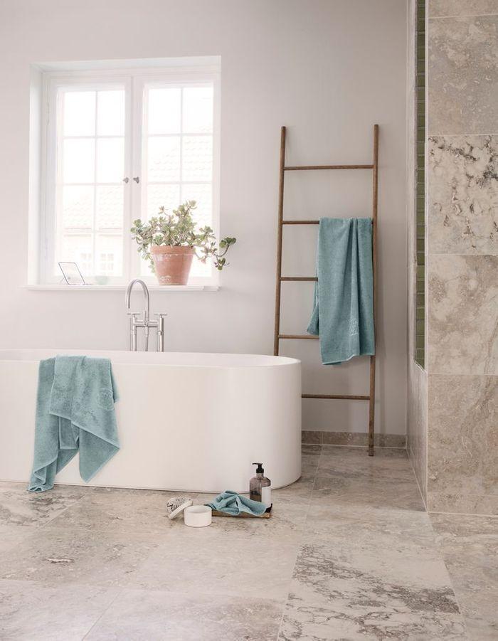 Une salle de bains design épurée