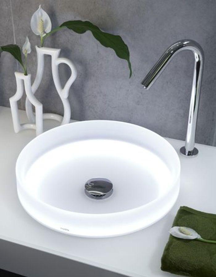 Mat riaux surr alistes mobilier high tech meubles noirs for Toto salle de bain
