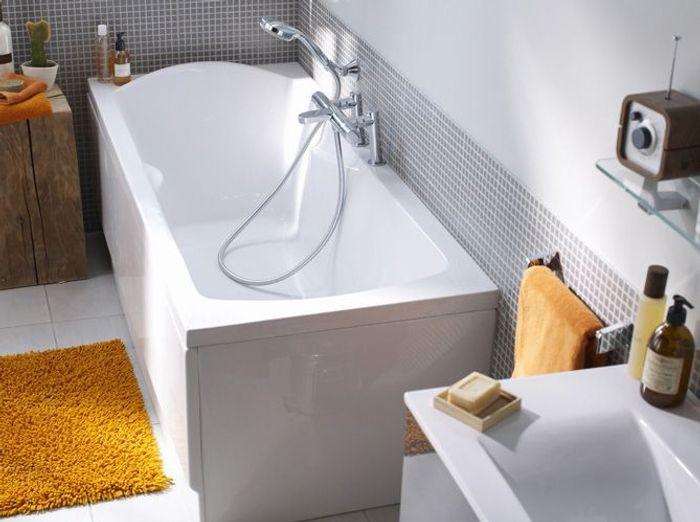 La baignoire se fait toute petite elle d coration for Baignoire petite profondeur