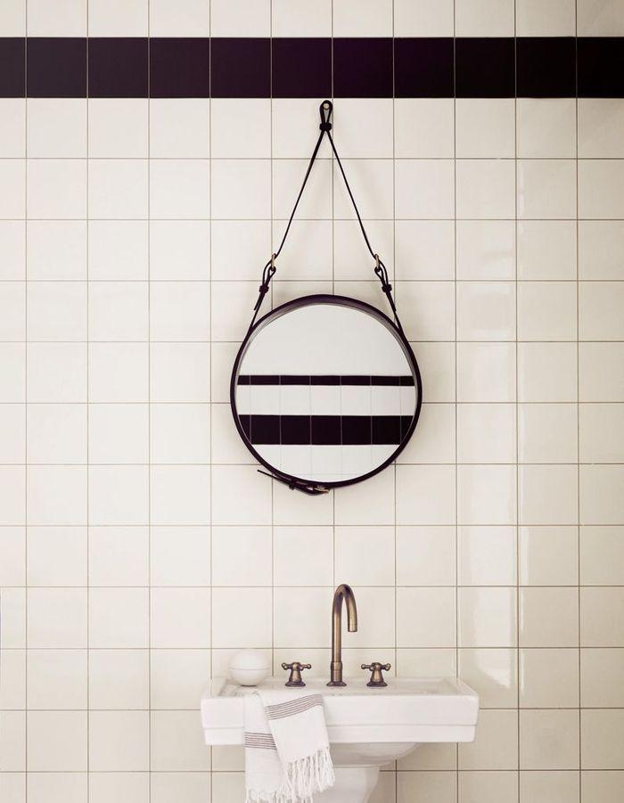 Voici les plus jolis miroirs de salle de bains elle - Miroir de salle de bain avec tablette ...