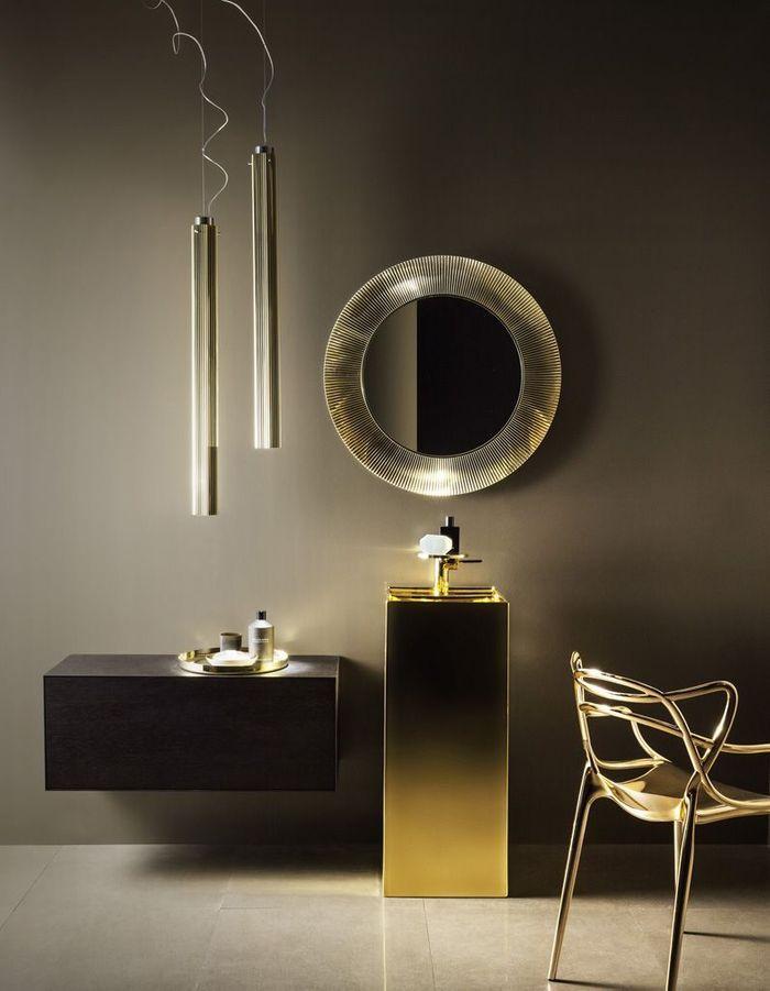 Voici les plus jolis miroirs de salle de bains elle for Miroir mural inclinable salle de bain