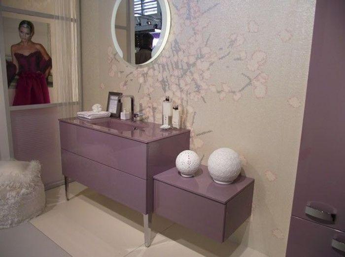 Les couleurs s invitent dans la salle de bains elle for Dans la salle de bain